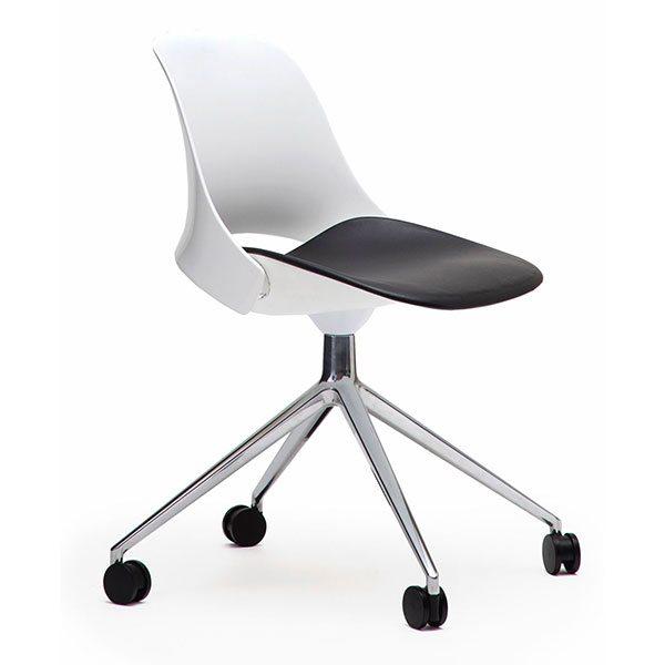 Trea Chair
